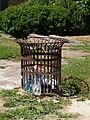 Sainte-Geneviève-des-Bois-FR-91-poubelle-a1.jpg