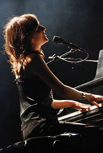 Sarah Slean - Sarah Slean performing in Edmonton, Alberta in 2006