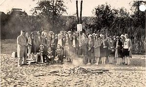 Saskatoon Teachers' College - Room J of the Saskatoon Normal School at the wiener roast on the river bank near Yorath Island, 16 September 1930