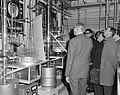 Shell-laboratorium 50 jaar te Amsterdam, dr H van Driel (directeur) tijdens ro, Bestanddeelnr 916-0867.jpg
