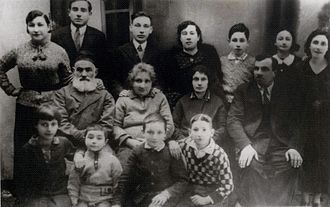 Shimon Peres - Shimon Peres (standing, third from right) with his family, ca. 1930