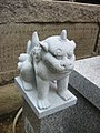 Shinomiya jinja komainu with a horn on its head.jpg