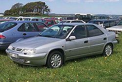 Note unusual notchback profile of Citroën Xantia Hatchback