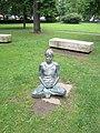 Sitzende Frau-Statue-Stadtpark Graz.jpg