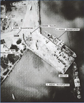 Soviet missile equipment beeing loaded at port in Cuba 1962.PNG