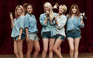 Spica (band) on Sep 27, 2013.jpg