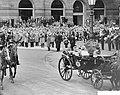 Statiebezoek van de Sjah van Iran aan Nederland rijtoer van Prins Hendrikkade na, Bestanddeelnr 910-3761.jpg
