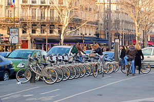 English: Paris, France : station Velib (bike h...