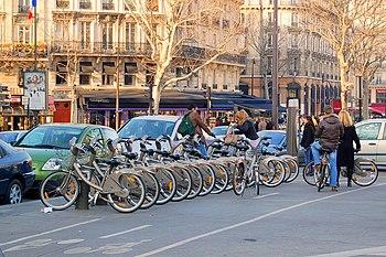 English: Paris, France : station Velib (bike h...