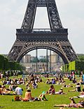 Sunbath at Champ-de-Mars, Paris 27 May 2012 002.jpg