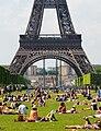 Sunbath at Champ-de-Mars, Paris 27 May 2012 002.jpg