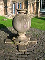 Sundial at Glasgow University.JPG