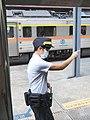 TRA DR1000 pointing and calling at Platform 2B, Shifen Station 20190914.jpg