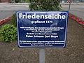 Tafel vor der Friedenseiche an der Rolfinckstraße in Hamburg-Wellingsbüttel.jpg