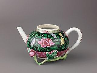 Teapot (a) and saucer (b)