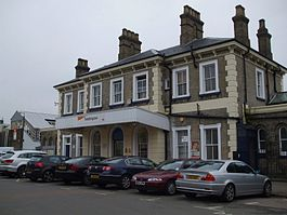 Teddington station building.JPG