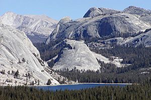 Granite dome - Image: Tenaya Lake and Pywiack Dome