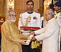 The President, Shri Pranab Mukherjee presenting the Padma Shri Award to Dr. Narendra Kohli, at a Civil Investiture Ceremony, at Rashtrapati Bhavan, in New Delhi on March 30, 2017.jpg