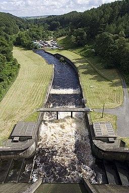Thruscross Reservoir Spillway and Weir - geograph.org.uk - 489823