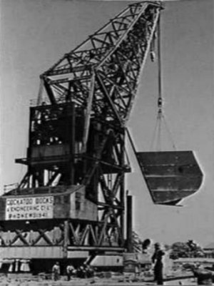 Australian floating crane Titan - Image: Titan lifting temporary bow to be welded to USS New Orleans