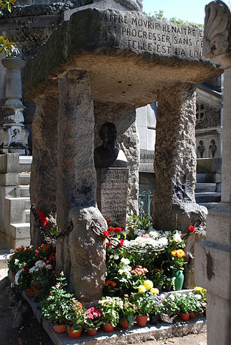 "Allan Kardec - Allan Kardec's grave at Cimetière du Père Lachaise. The inscription says Naitre, mourir, renaitre encore et progresser sans cesse, telle est la loi (""To be born, die, again be reborn, and so progress unceasingly, such is the law"")."