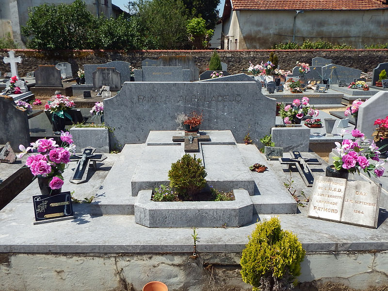 Tombe familiale des Albaladejo, au cimetière Saint-Vincent de Dax