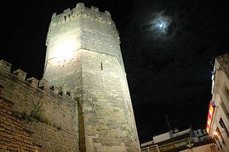 Porcuna - Image: Torre Nueva Castillo de Porcuna noche