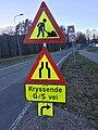 "Traffic warning signs road work ""kryssende G-S vei ""(gangsti) ""Opphøyd gangfelt"" 30 Lindhøy Tjøme Norway 2017-04-10 IMG 4656.jpg"