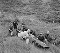 Training Zandvoort Grand Prix , enige soldaten helpen coureur Innes Ireland met , Bestanddeelnr 917-9721.jpg