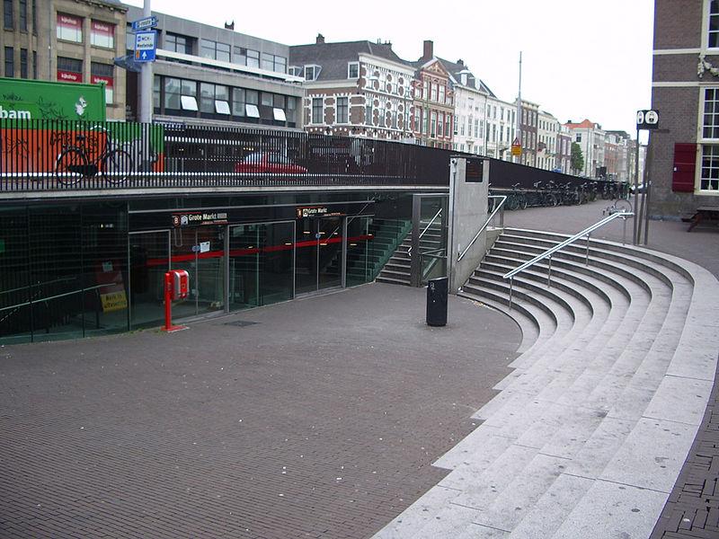 800px-Tramstation_Grote_Markt_-_ingang.jpg