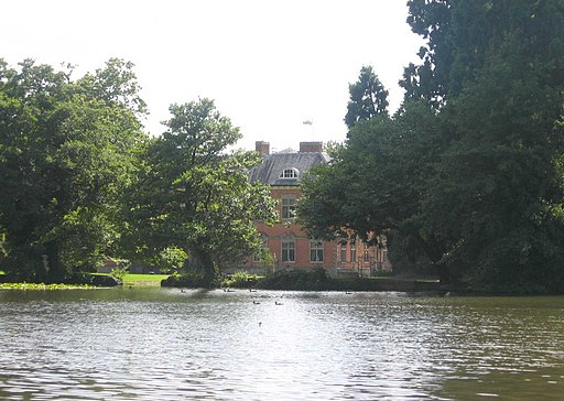 Tredegar House and Lake - geograph.org.uk - 1702746
