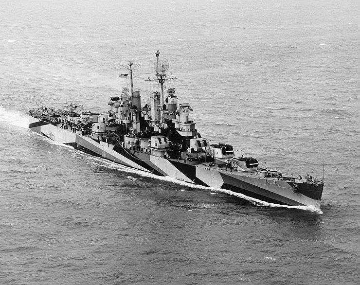 USS Duluth (CL-87) underway in Hampton Roads on 10 October 1944 (NH 98363)