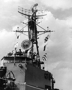 USS Rich (DDE-820) bridge and mast 1950s.jpg