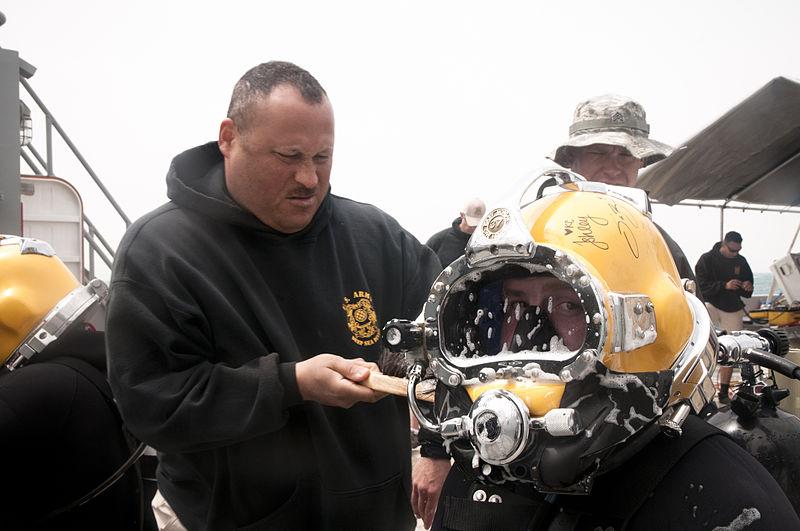 File:Underwater engineers 120327-A-PF724-007.jpg
