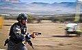 Unidad de la UFEC portando una pistola Glock 17 y la Carabina M4.jpg