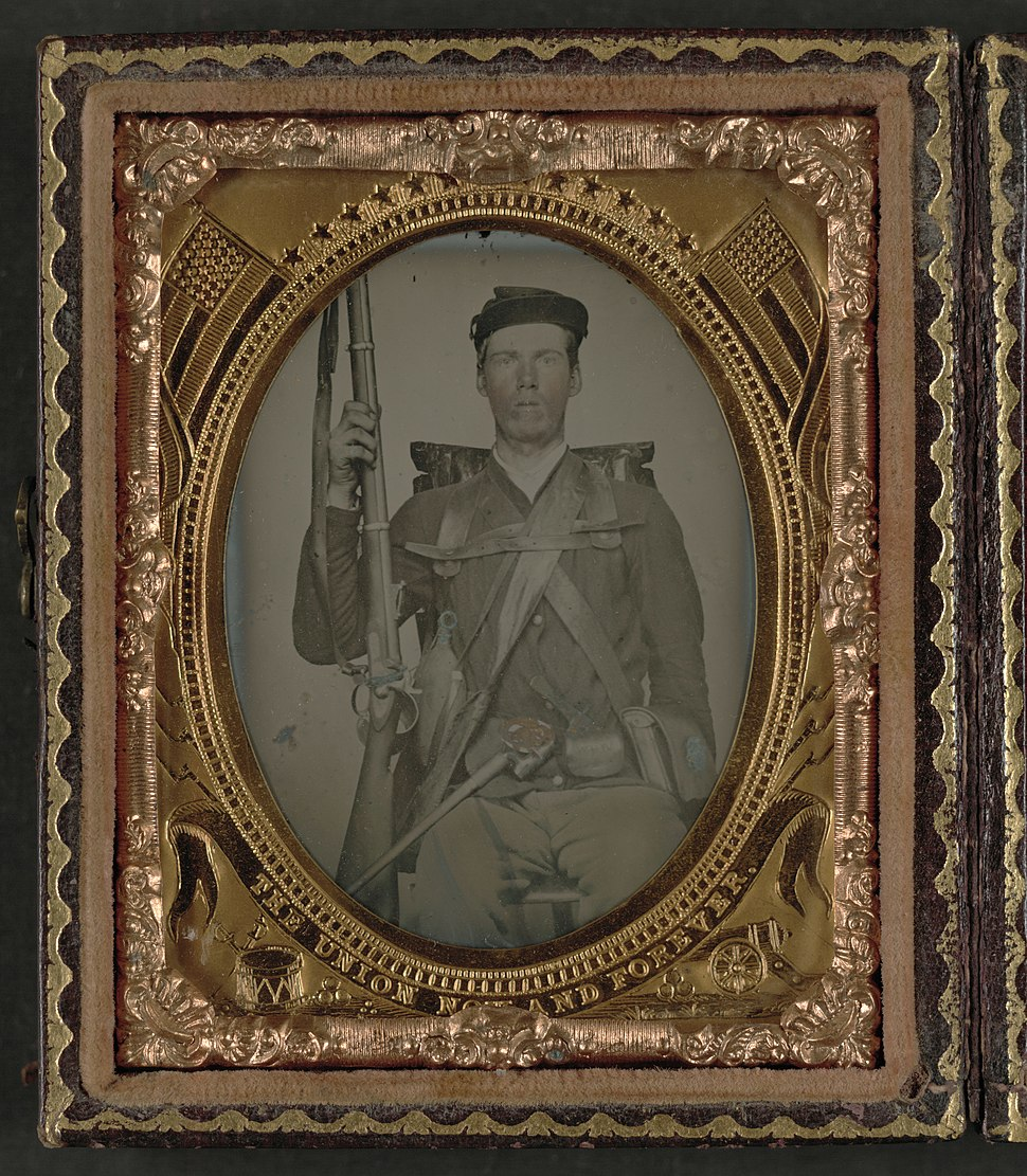 """Unidentified infantry soldier in Union uniform in full marching order with musket, canteen, cartridge box, cup, knife, knapsack, and cap box with initials """"W.H.W."""" LCCN2010650625"""