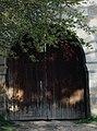 Usa de intrare în curtea bisericii fostei mănăstiri din Vizatea Livezi.jpg
