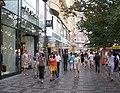 Václavské náměstí, chodník od č. o. 39 dolů.jpg