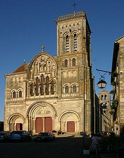 Vézelay-Sainte-Marie-Madeleine-116-Westfassade-2008-gje.jpg