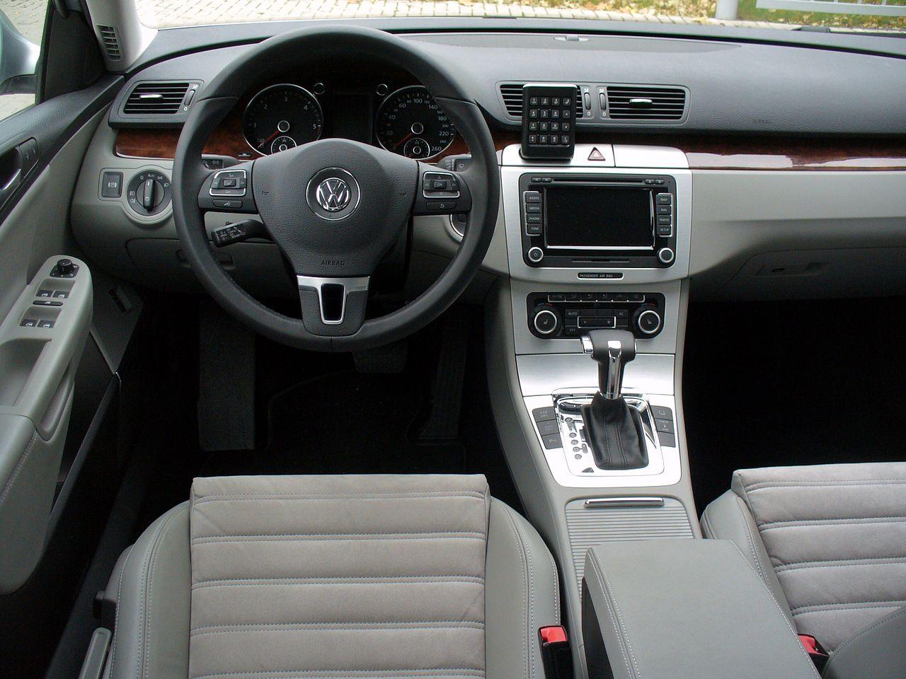 File vw passat b6 limousine 2 0 tdi dsg highline for Interieur limousine