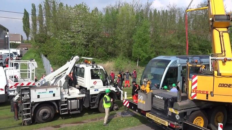 File:Valenciennes & Anzin - Déraillement de la rame de tramway n° 17 à la sortie du dépôt de Saint-Waast le 11 avril 2014 (063A).ogv