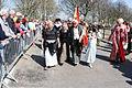 Veel oude dames verkleed 1 april feest Brielle.jpg