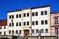 Verneřice (DC), Mírové náměstí, základní škola.jpg