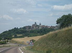 ヴェズレーの教会と丘