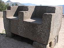 I troni di pietra incaici presso il sito archeologico di Vilcas Huamán.