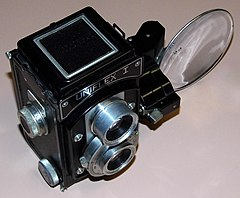 Vintage Uniflex I Aluminum Bodied TLR (Twin Lens Reflex) Film Camera By The Universal Camera Corporation, Circa Late 1940s (21335680206).jpg