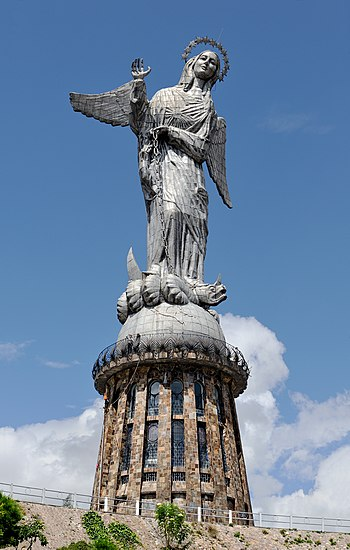 Virgen de Quito Panecillo 03