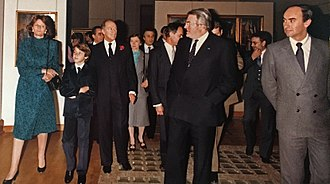 Justin Trudeau - 10-year-old Justin Trudeau touring the Palais des Beaux-Arts de Lille with his father and French Prime Minister Pierre Mauroy, November 8, 1982