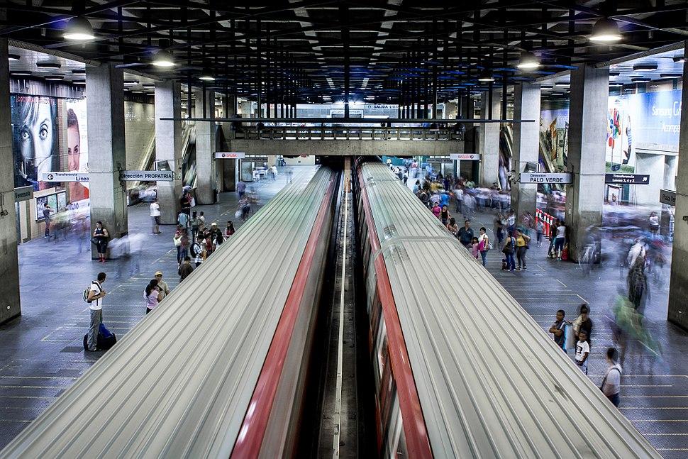 Vista Estacion de metro plaza venezuela