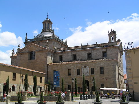 Facade of Capilla de Cerralbo, built between the 16th and 17th centuries. Vista de la Capilla de Cerralbo desde la Plaza de San Salvador.jpg